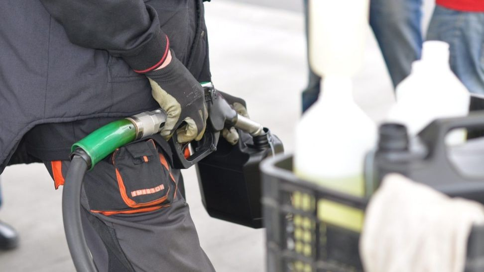 PAÍS –  Combustíveis descem meio cêntimo na segunda-feira