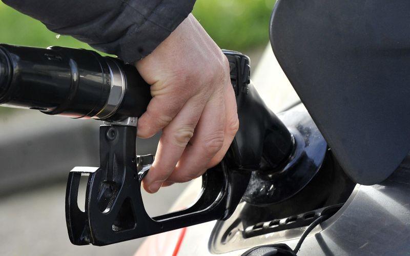 PAÍS –  Combustíveis sofrem descida acentuada de preço a partir de segunda-feira