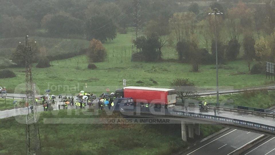 DESTAQUE (Actualização) - Centena e meia de coletes cortaram trânsito à saída de Braga para Vila Verde e Amares