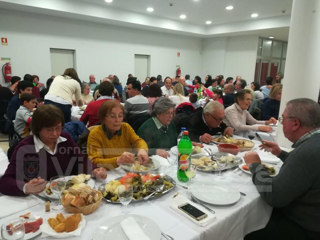ESCARIZ (Vila Verde): Famílias reunidas em jantar de Natal promovido pela junta de freguesia