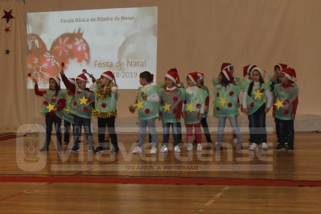 Pavilhão da Ribeira do Neiva - Comunidade escolar de Moure e Ribeira do Neiva junta na Festa de Natal