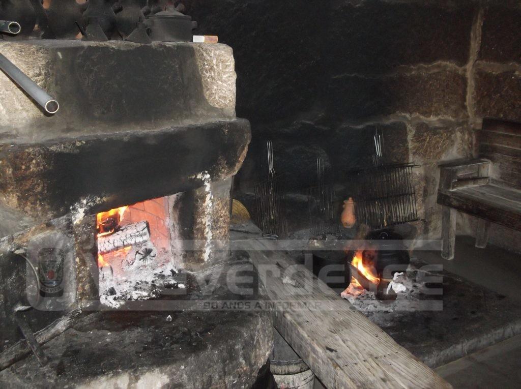 PEDREGAIS (Vila Verde). Deitou gasolina na lareira e queimou a mãe, de 92 anos, com gravidade