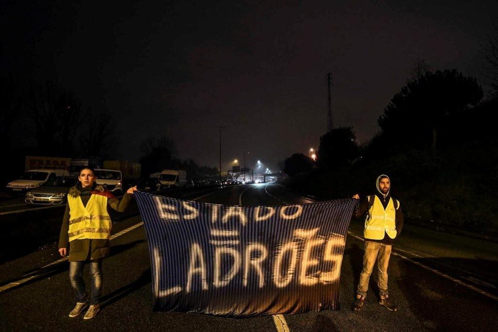 """BRAGA –  'Coletes Amarelos' na Câmara para pedir """"explicações"""" a Ricardo Rio que nega ter autorizado a 'manif'"""