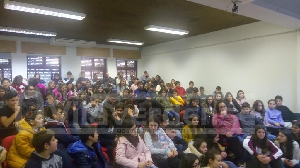 """Parlamento dos Jovens - Deputado Rui Silva com """"casa cheia"""" na Escola de Moure"""