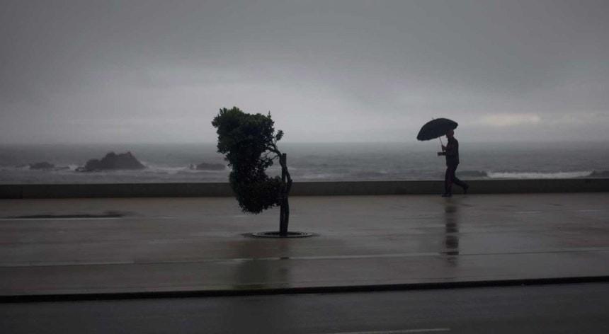 "METEOROLOGIA - Depressão ""Helena"" atinge Portugal sexta-feira"