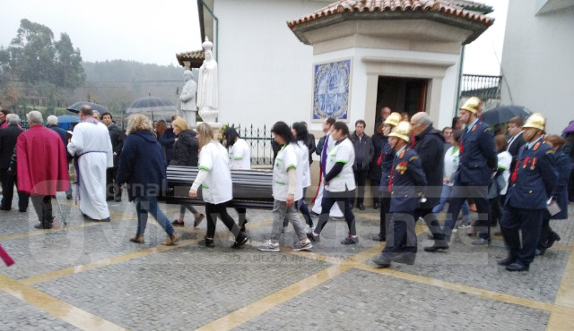 DESTAQUE: Centenas na despedida emocionada ao padre António Rodrigues