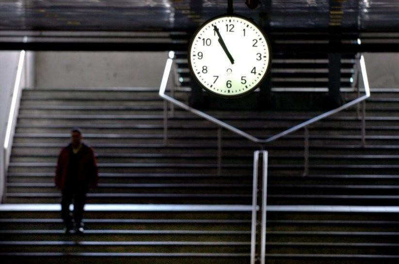 PAÍS –  Relógios adiantam uma hora de madrugada