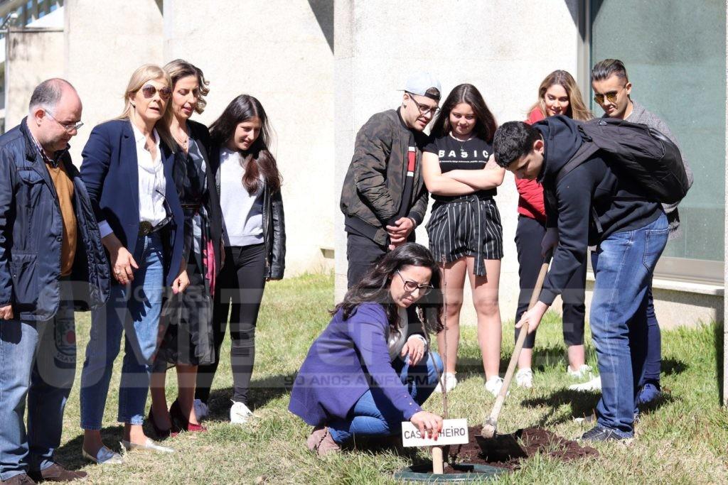 EDUCAÇÃO - Alunos da EPATV plantaram castanheiro e assistiram a palestra sobre a importância da água