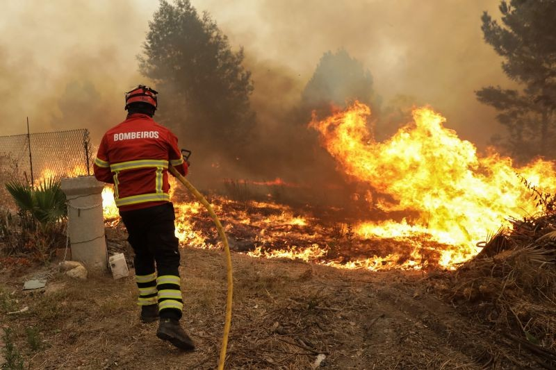 VILA VERDE –  Bombeiro de Vila Verde ferido enquanto combatia incêndio