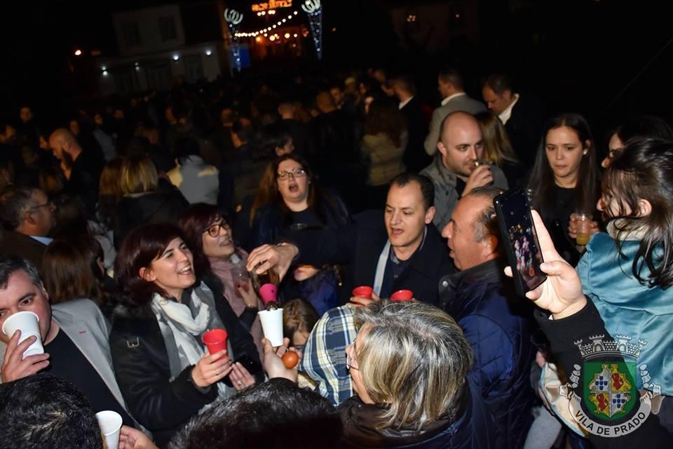 """VILA DE PRADO - Tradição do Ovo na Ponte cumpre-se na """"Noite de Páscoa"""""""