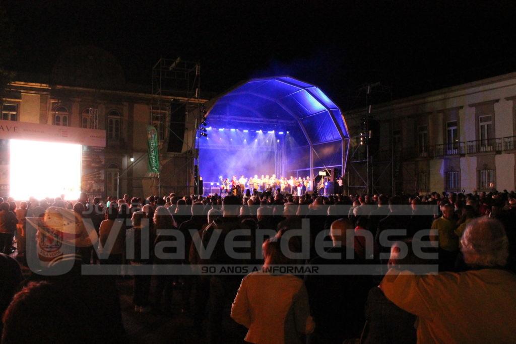 """VILA VERDE - """"Noite Popular"""" levou milhares de pessoas às ruas no arranque das Festas de Santo António"""