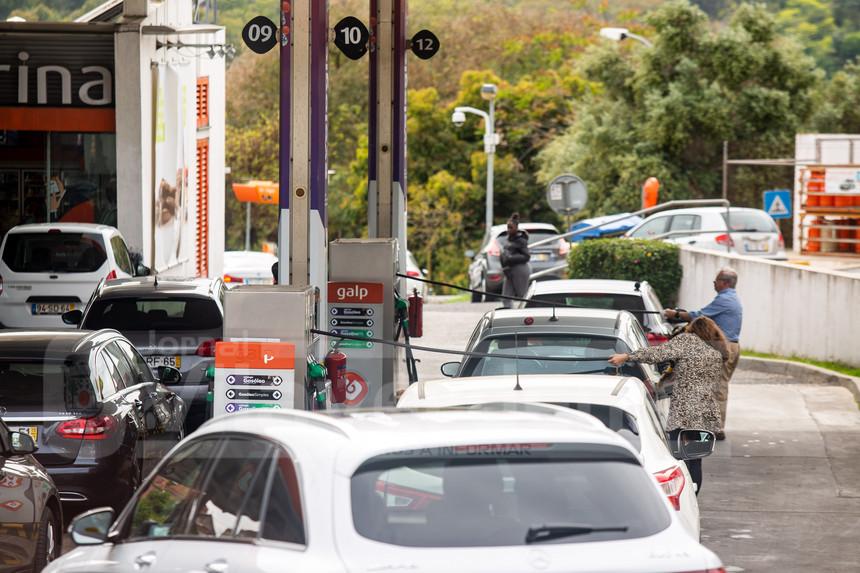 COMBUSTÍVEIS : Gasolina baixa até aos 8 cêntimos e gasóleo com redução até cinco cêntimos