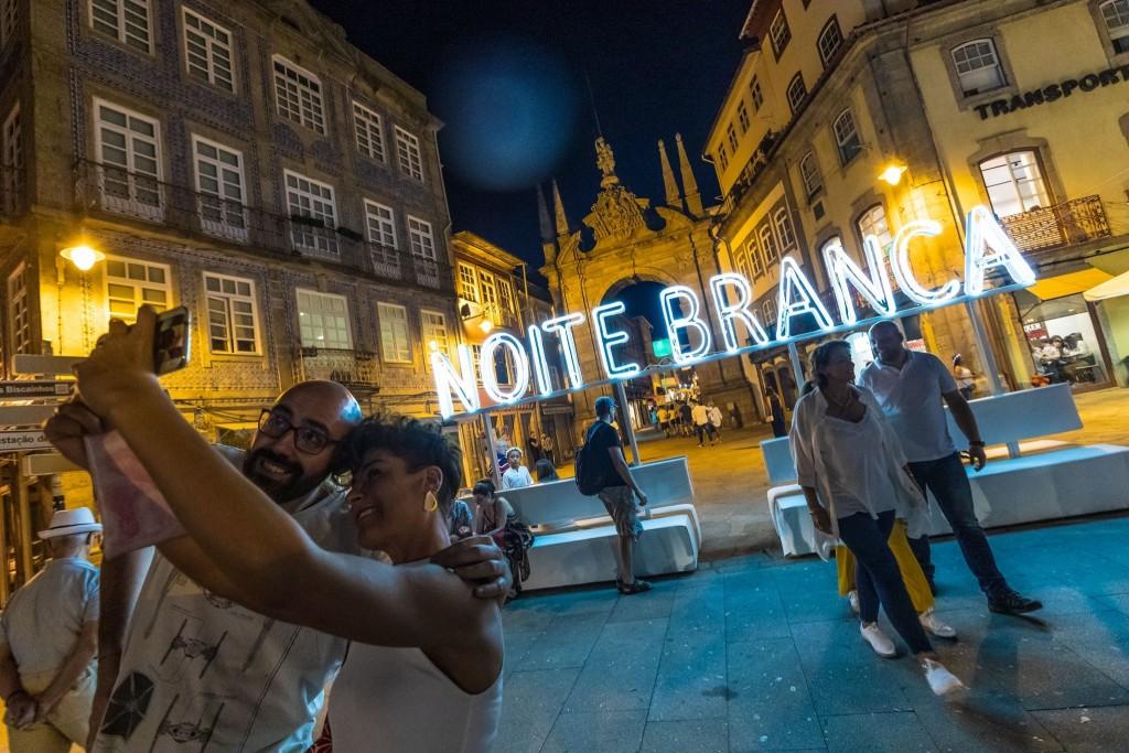 BRAGA – Noite Branca arranca em força e promete 'colorir' de branco Braga até domingo