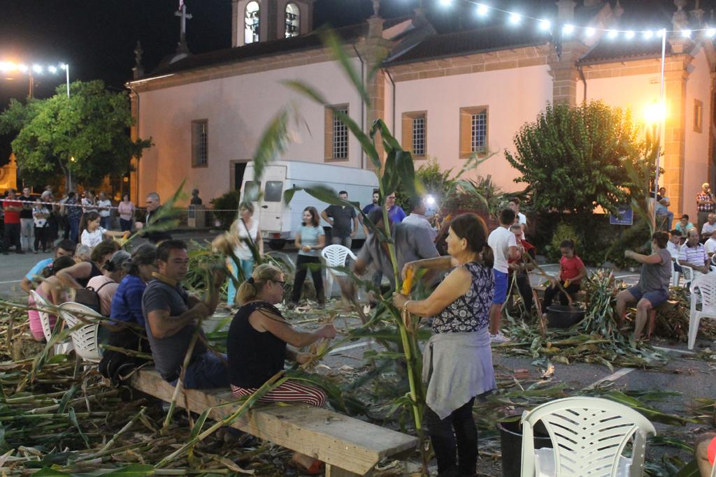 VILA VERDE – Parada de Gatim recriou desfolhada minhota em noite de convívio popular