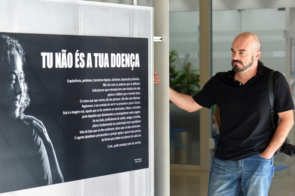 """BRAGA – Fotógrafo Luís Vieira expõe """"Tu não és a doença"""""""