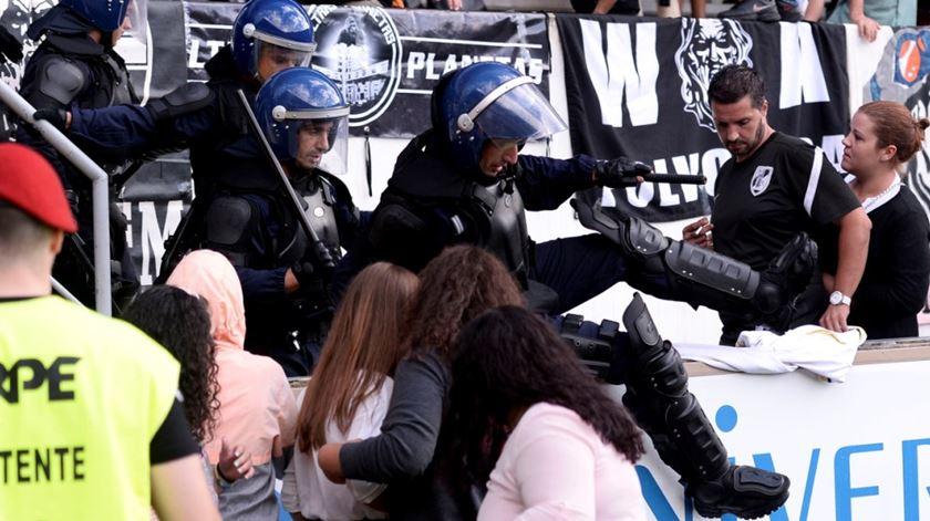 REGIÃO – Absolvidos polícias acusados de agredir e cegar adepto do Boavista em Guimarães