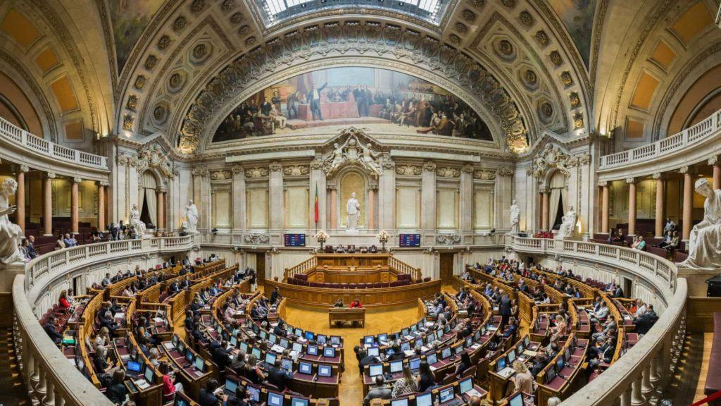 PAÍS - Assembleia da República. PS preside a oito comissões parlamentares, PSD a cinco e BE a uma