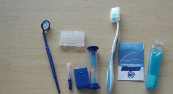 Set pentru igiena pacientului cu aparat ortodontic 8 in 1