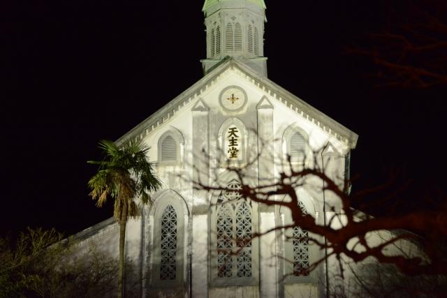 ライトアップされた教会