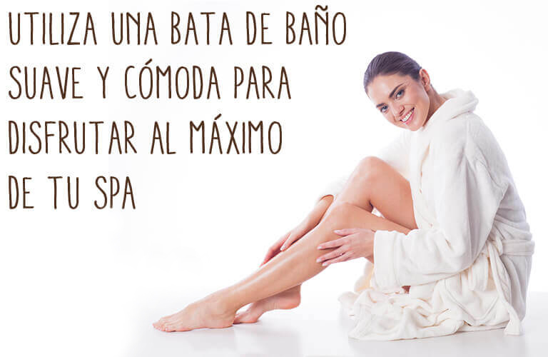 Utiliza una bata de baño sueave y cómoda para disfrutar al máximo de tu spa.