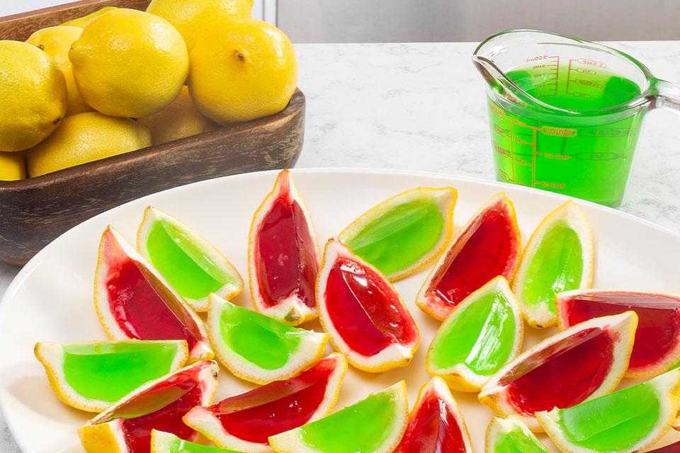 Jelly shots en cuartos de limón