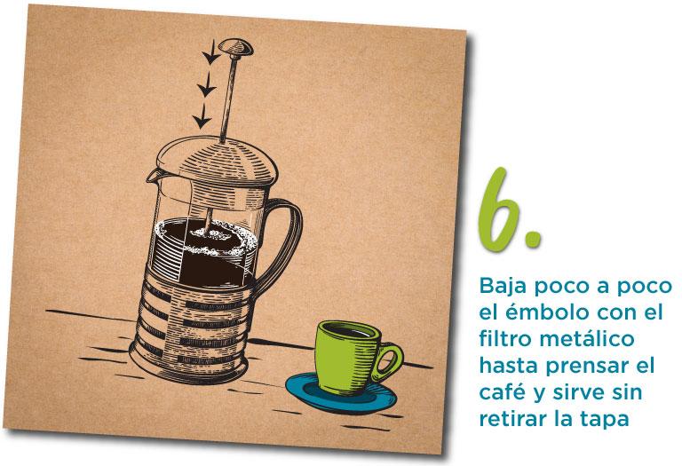 6. Baja poco a poco el émbolo con el filtro metálico hasta prensar el café y sirve sin retirar la tapa