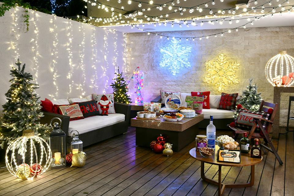Exterior con decorado navideño