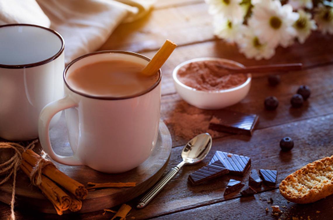 Atole de chocolate con canela