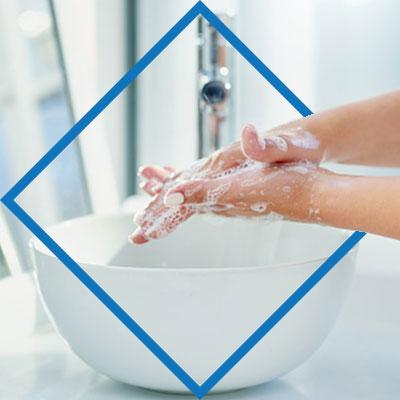 Estas son las recomendaciones:       1. Limpia los dispositivos regularmente. Si se puede diario mejor.     2. Lávate las manos con agua y jabón cada vez que dejes de utilizar el celular.
