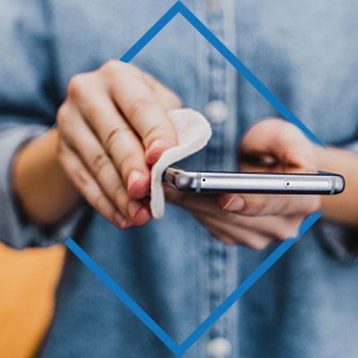 Evita: Presionar mucho la pantalla del celular