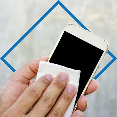 ¿Cómo limpiar tu celular? Realiza una mezcla de agua con alcohol con medidas de la misma proporción