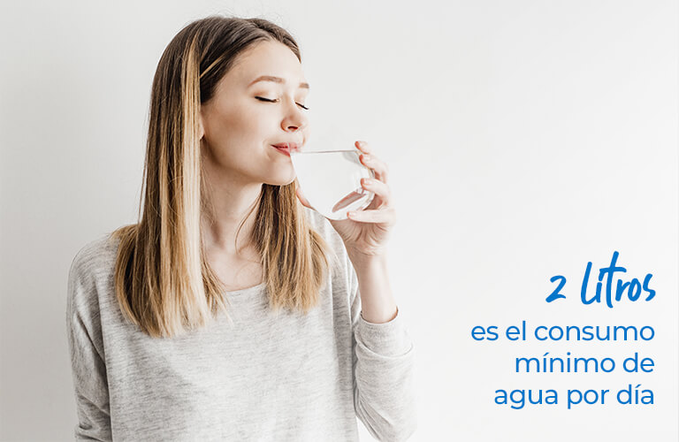 2 litros es el consumo mínimo de agua por día