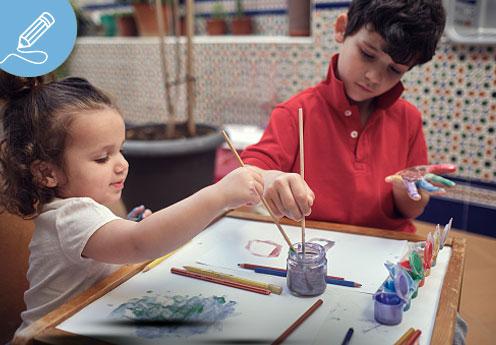 niños haciendo home office