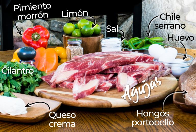 Ingredientes para prepara agujas. Cilantro, chile serrano, limón, pimiento, morrón, juevo, hongos portobello