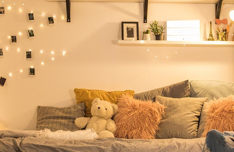 habitación con luz tenue