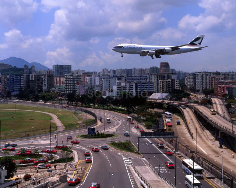 Cathay Pacific 747 Before Landing Runway 13 At Kai Tak