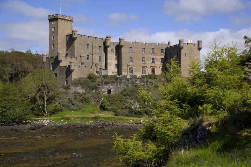WY3Q8600 Dunvegan Castle In Spring Isle Of Skye
