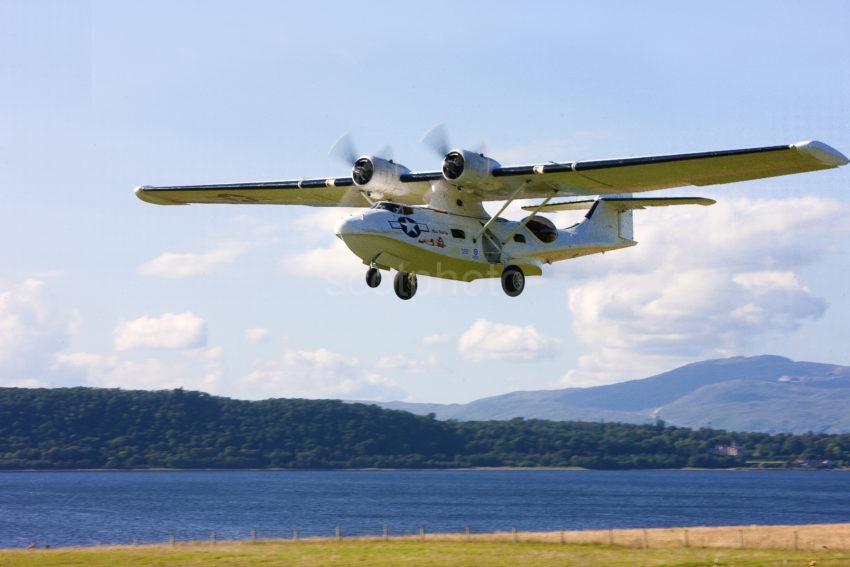 THE CATALINA ARRIVING AT OBAN AIRPORT FOR ITS FIRST LANDING ON FRIDAY