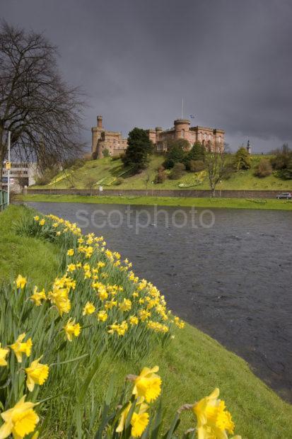 0I5D8295 Dramatic Light Inverness Castle