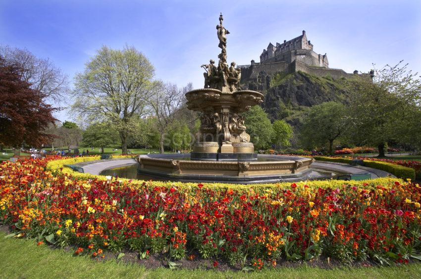 0214 Stunning Pic Of Edinburgh Castle From Princes Gardens