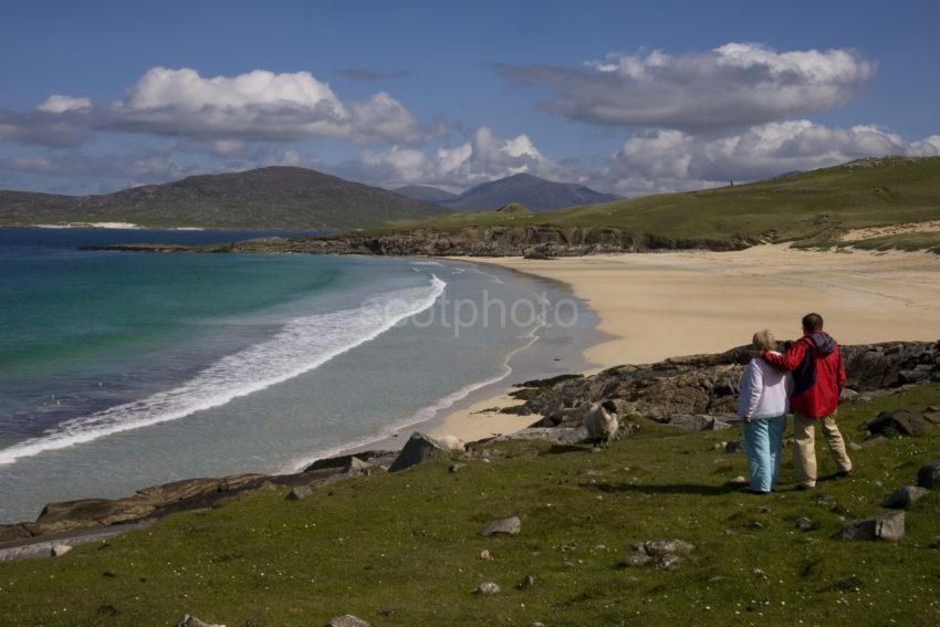 I5D2706 Tourists Admire Beautiful Beaches South Harris