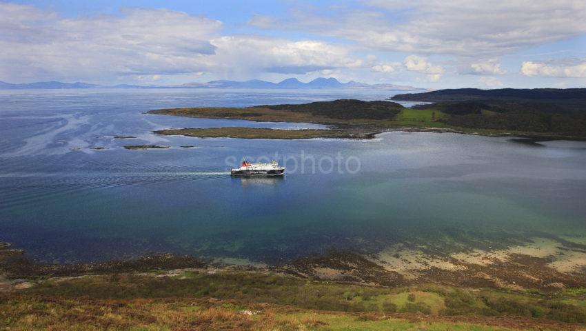 MV Finlaggan Enters West Loch Tarbert