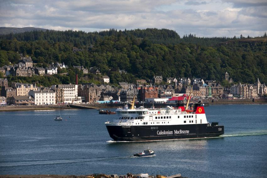 MV Finlaggan Departs Oban MEDIUM