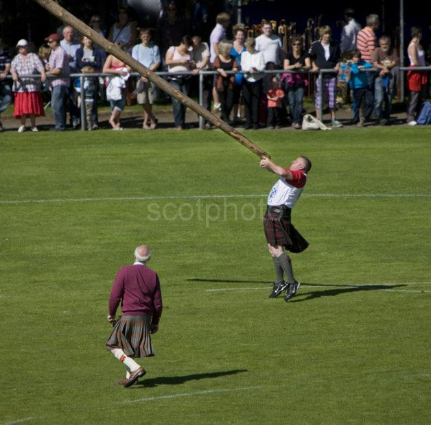 Maximum Lift Off Tossing The Caber At The Oban Games 2010