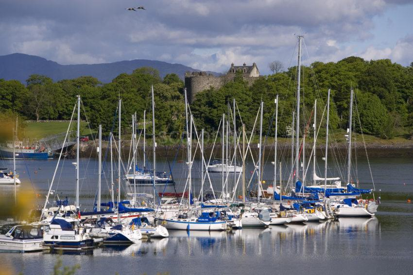 WY3Q7134 Dunstaffnage Castle And Marina