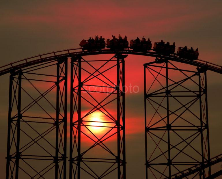 WY3Q3877 Roller Coaster Sunset