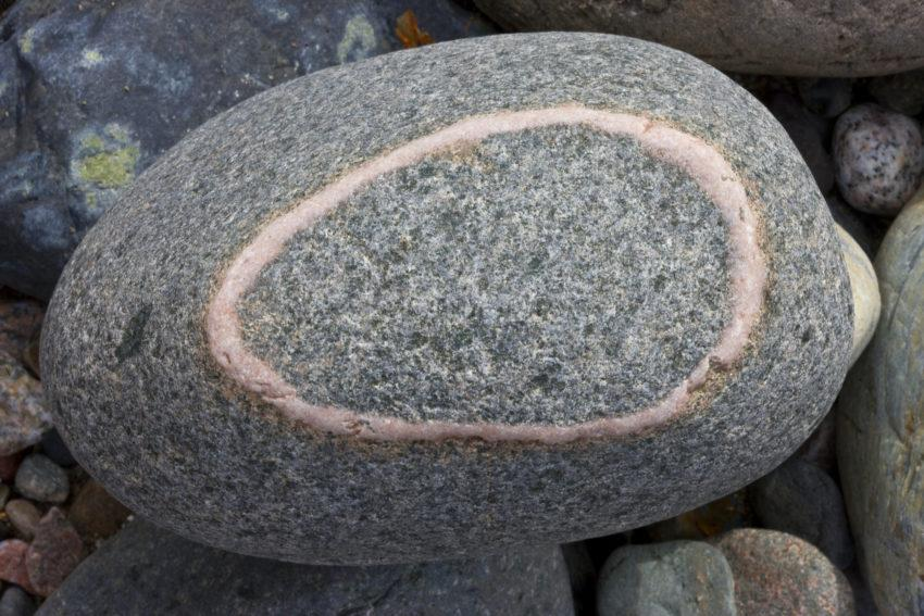 I5D9525 Boulder With Red Circle
