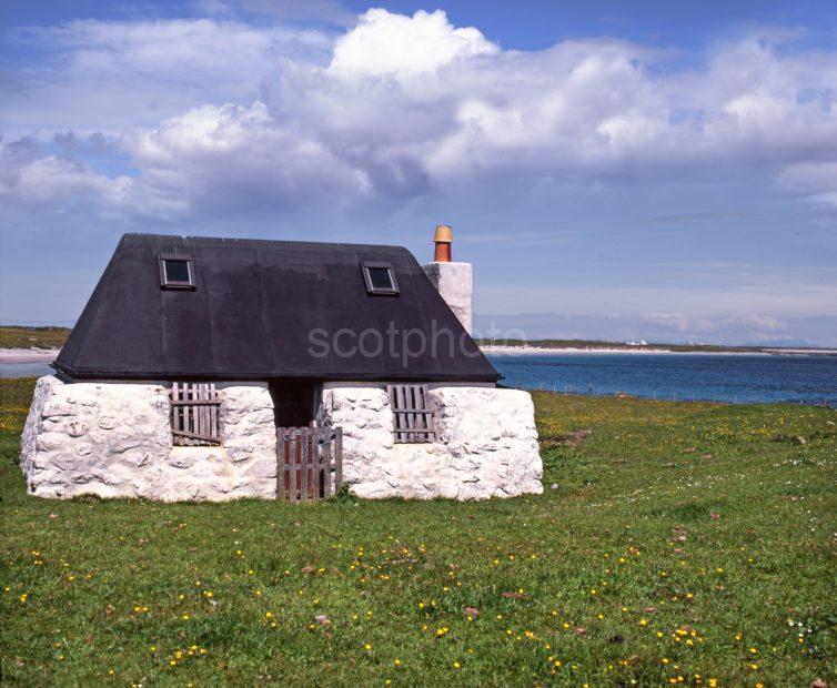 T112 Black Croft Hynish Bay Isle Of Tiree