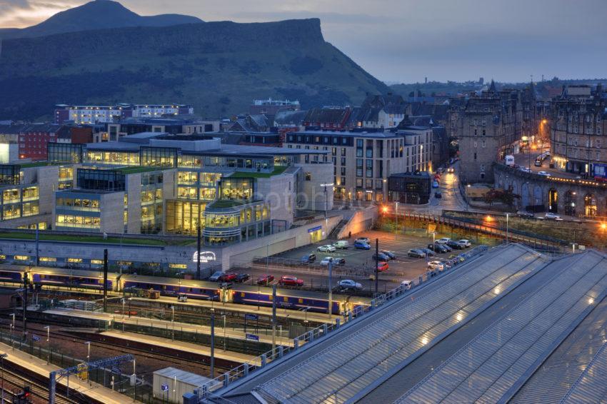 0I5D9946 Waverley Station Edinburgh