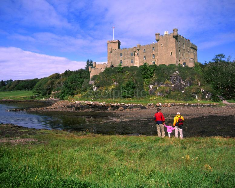 Dunvegan Castle A MacLeod Stronghold Loch Dunvagan Isle Of Skye